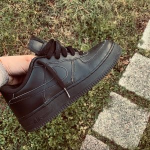 Black Air Force 1!! Size 5.5Y